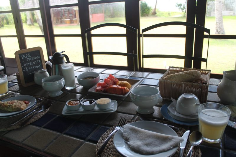 Café-da-manhã na Pousada Côté Sud, em São Miguel dos Milagres