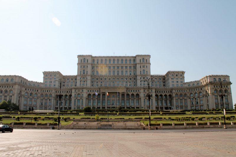 Vista do Palácio do Parlamento, em Bucareste