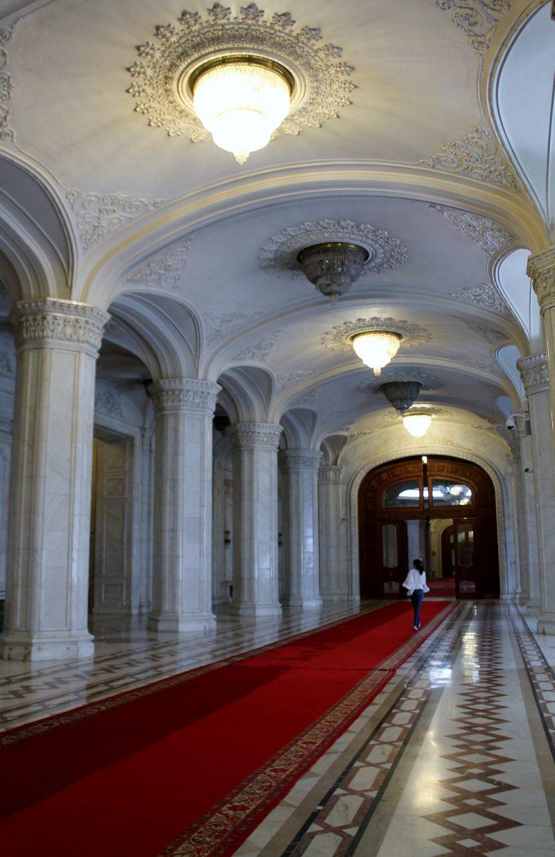 Vista do interior do Palácio do Parlamento, em Bucareste