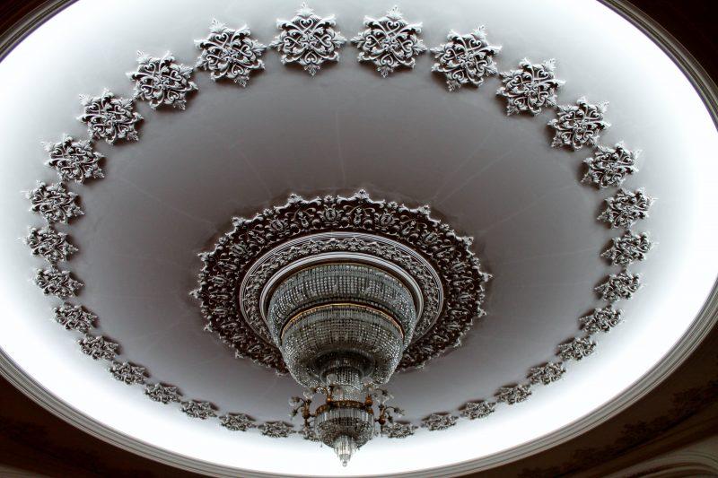 Detalhes do interior do Palácio do Parlamento, em Bucareste
